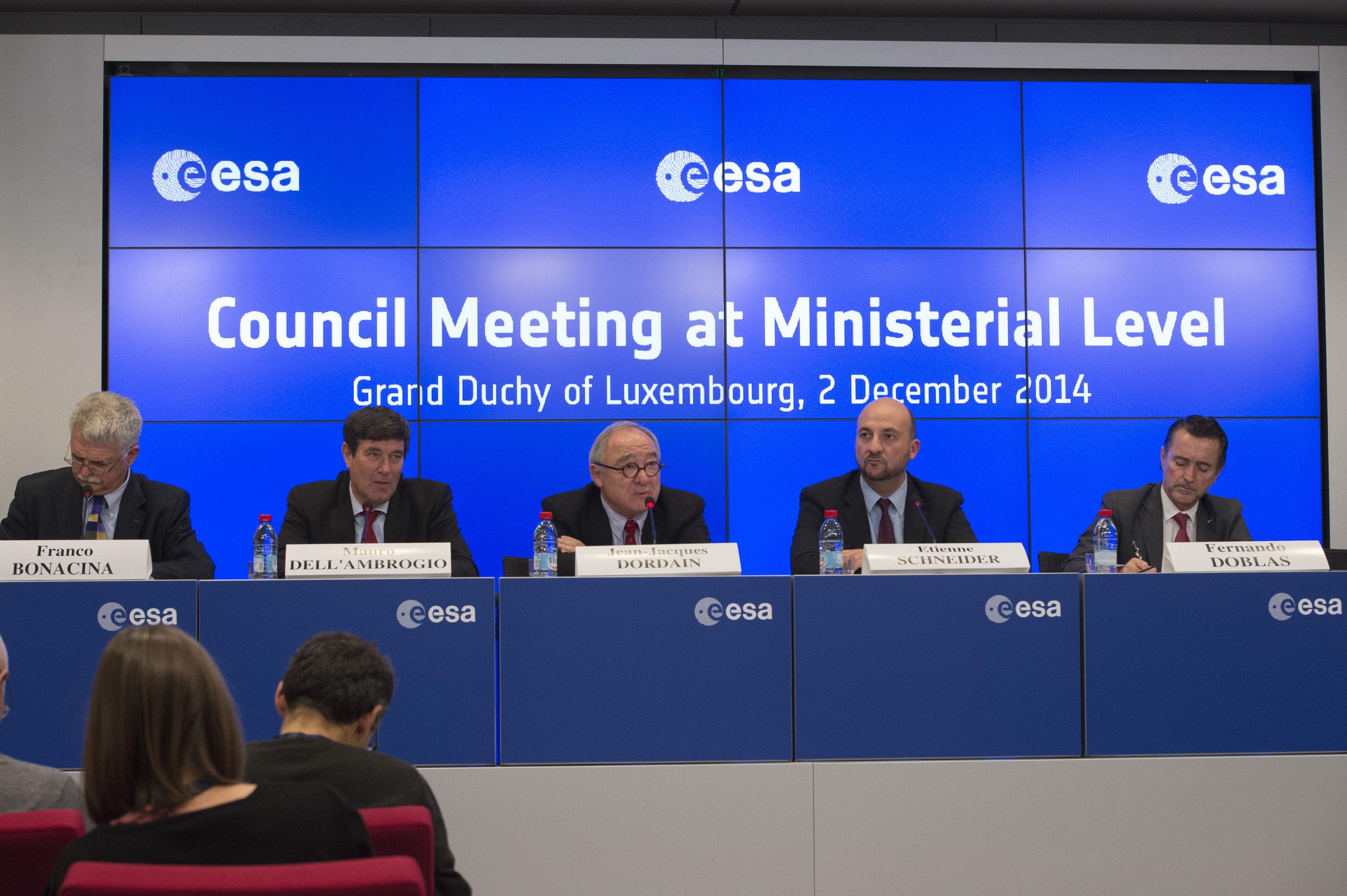 Die Minister der 20 Mitgliedsstaaten der Europäischen Weltraumorganisation ESA stellten gestern die Weichen für die Zukunft des europäischen Weltraumprogramms.
