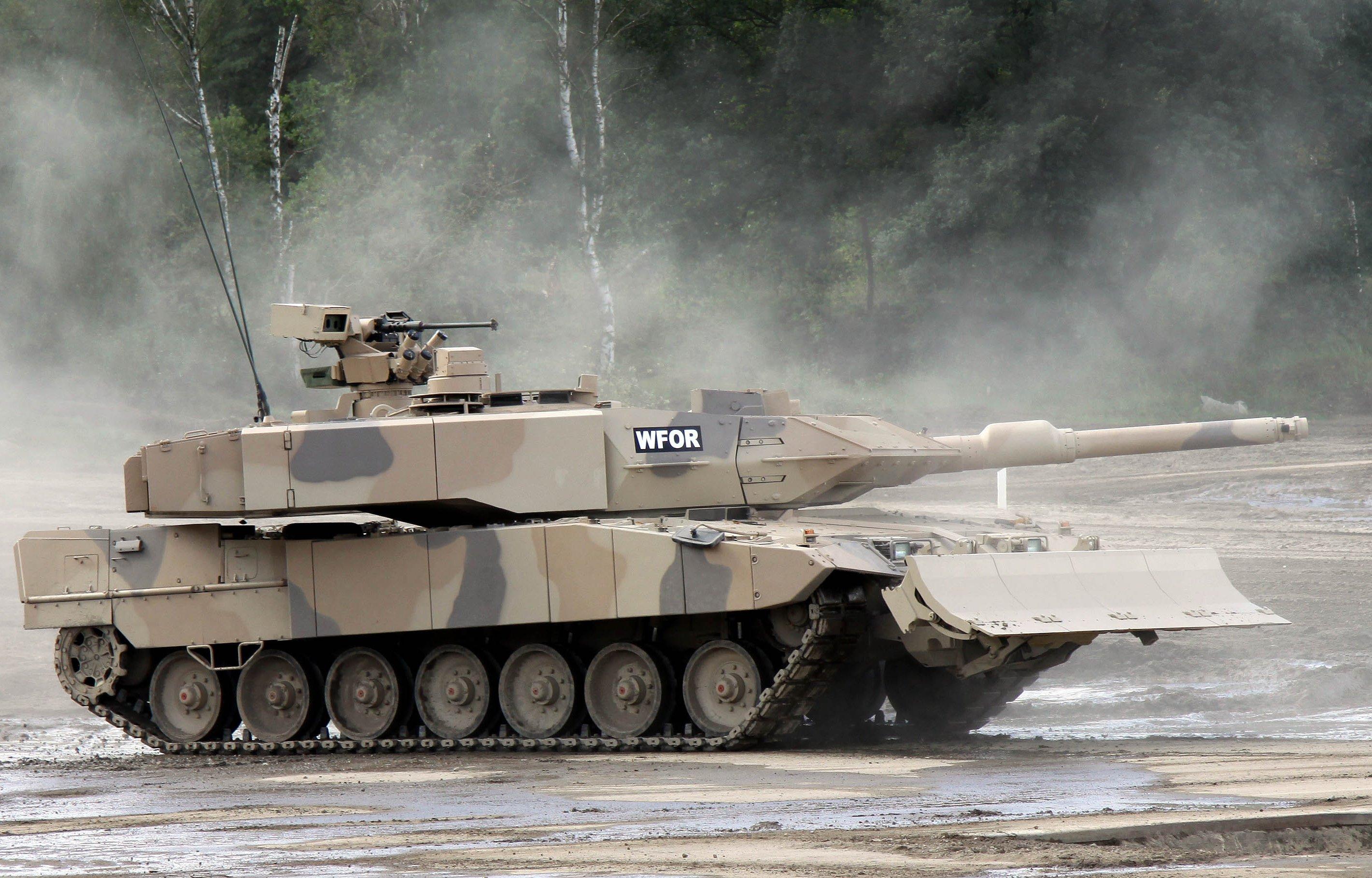 Kampfpanzer Leopard: Allein in den ersten vier Monaten 2014 gingen Rüstungsgüter für fast 650 Millionen Euro in Drittstaaten. Laut Bundeswirtschaftsminister Sigmar Gabriel wurden die Exporte schon vor Jahren genehmigt, so dass er sie nicht mehr stoppen kann.