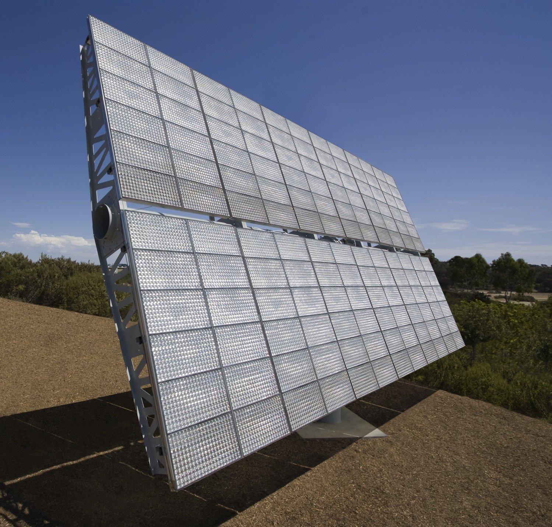 Mehrfachsolarzellen sind das Herzstück der sogenannten konzentrierenden Photovoltaik (CPV): Fresnel-Linsen bündeln das einfallende Sonnenlicht und erhöhen die Lichtausbeute.
