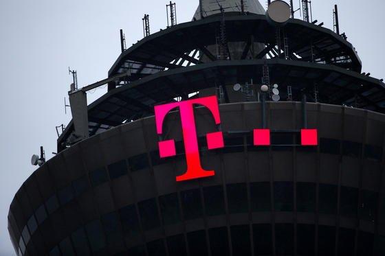 Die NSA hat angeblich die E-Mail-Adressen von Mobilfunkanbietern weltweit gehackt, um an geheime Technikinformationen zu kommen. Unklar ist, ob auch deutsche Anbieter betroffen sind.