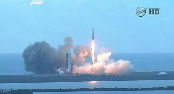Es ist vollbracht: Die Delta IV-Trägerrakete mit der Orion-Kapsel oben drauf ist am 5. Dezember 2014 unterwegs ins All. Winde und eine Treibstoffklappe, die sich nicht schließen ließ, hatten den Start gestern verhindert.
