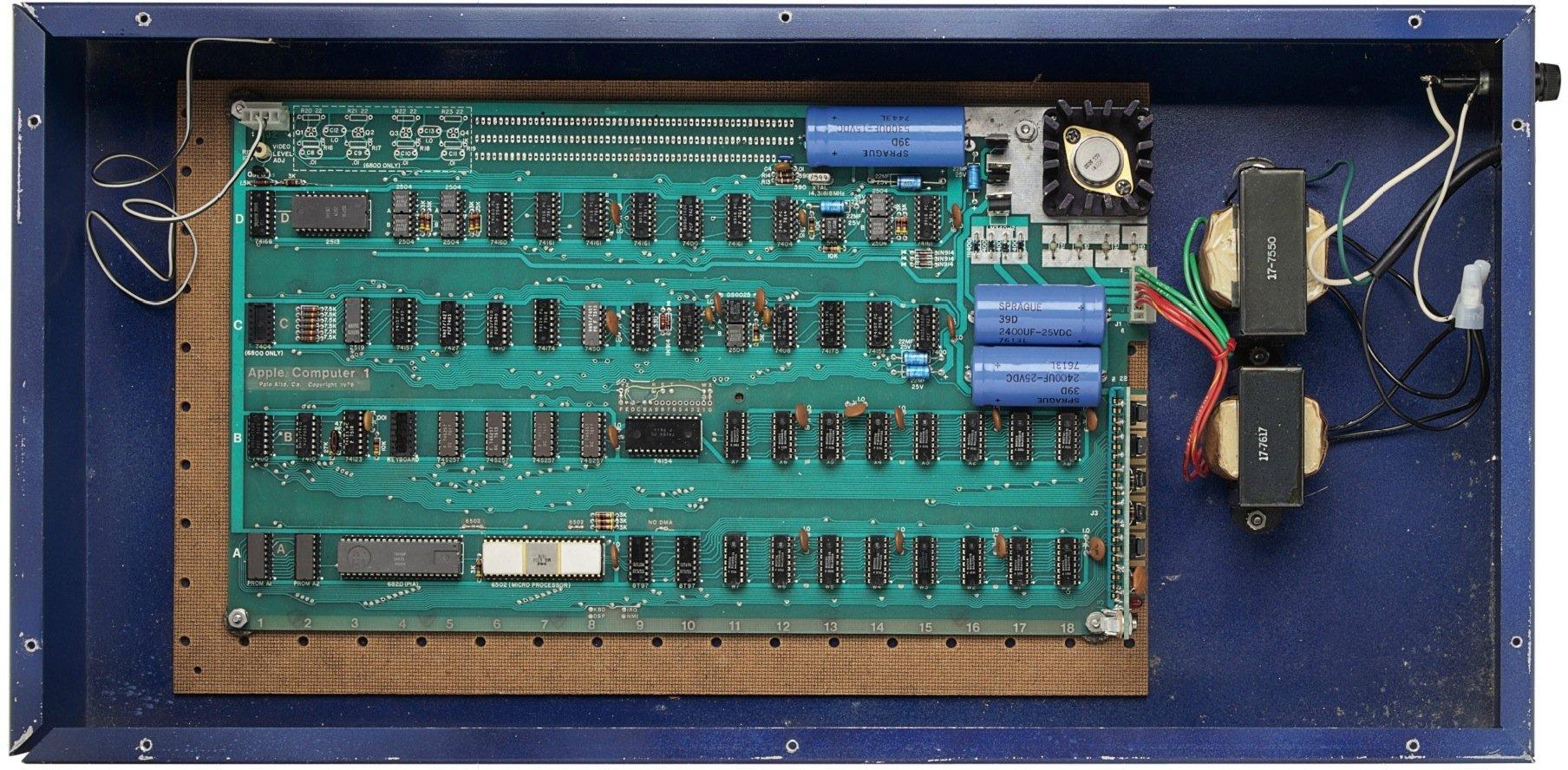 Hauptplatine des Apple 1, den Steve Jobs in der berühmten Garage seiner Eltern verkauft haben soll. Der Computer wird am 11. Dezember bei Christie's in New York versteigert.