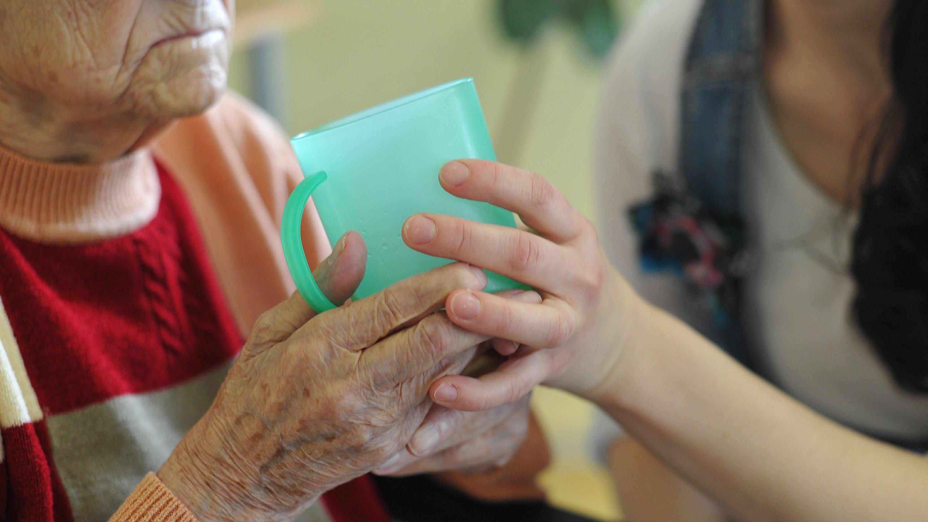 Hitzewellen sind besonders für alte Menschen lebensbedrohlich. Dem Rekordsommer von 2003 sind in Europa schätzungsweise 70.000 Menschen zum Opfer gefallen.