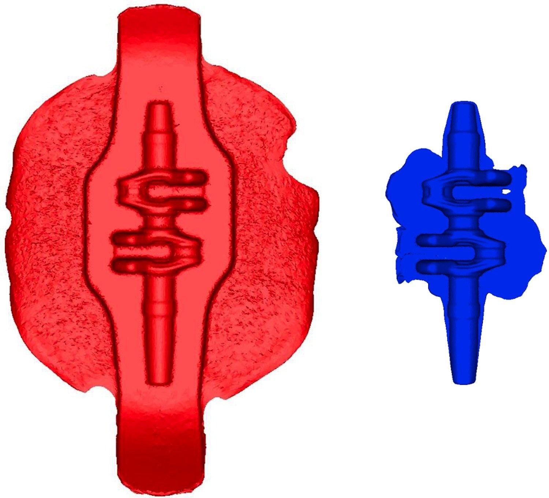 Der Unterschied beim Gratanteil ist deutlich zu sehen: Die gleiche Kurbelwelle nach dem herkömmlichen (l.) und dem mehrdirektionalen Schmiedeverfahren.