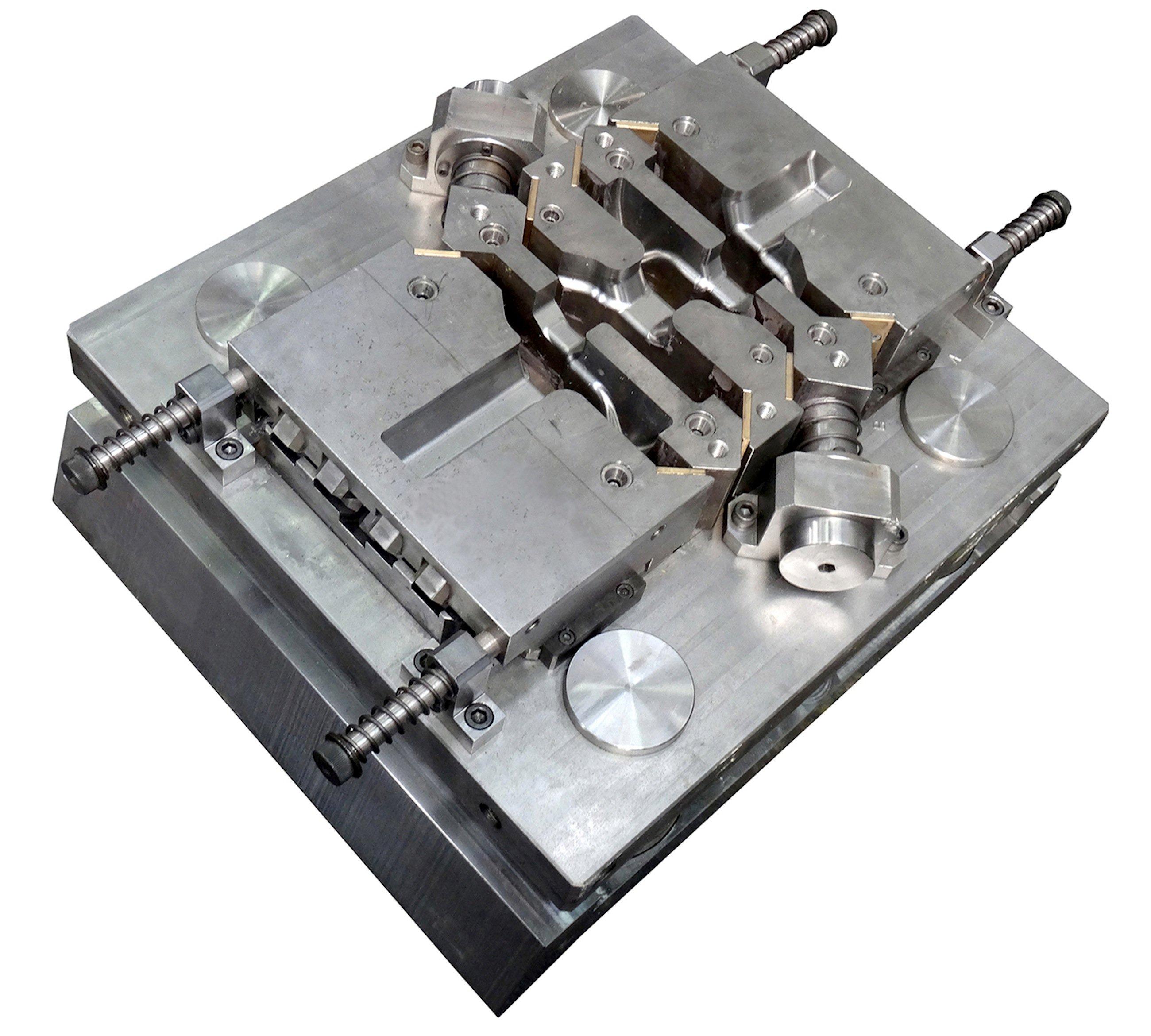 Das Schmiedewerkzeug kann in eine herkömmliche Industriepresse eingesetzt werden.
