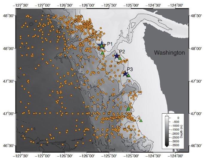 Die gelben Punkte zeigen die Temperaturmessungen im Ozean vor der Küste Washingtons von 1970 bis 2013. Die grünen Dreiecke kennzeichnen die Plätze, wo Wissenschaftler und Fischer aufsteigende Blasensäulen gesehenhaven. Die Sterne sind dort, wo die Forscher weitere Messungen durchgeführt haben, um zu überprüfen, ob aufsteigendes Methan und wärmeres Wasser zusammenhängen.