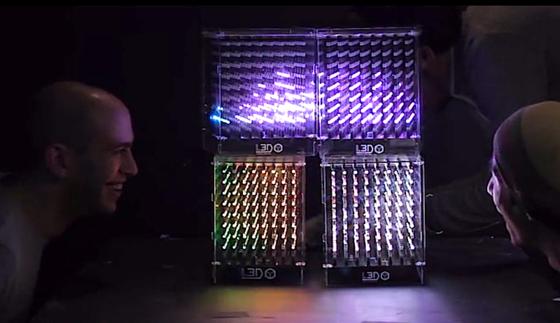 Die kleine Version des L3D Cube besteht aus 512 LEDs. Aneinandergekoppelt können sich die Würfel mit Sensoren und Mikrofonen gegenseitig Impulse geben.