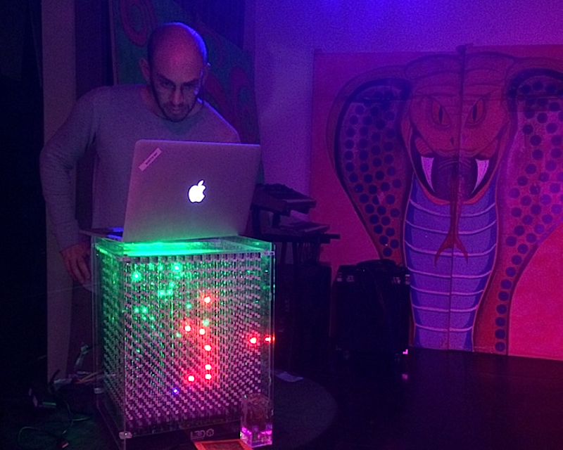 Die große Version des Discowürfels hat mit 4096 LEDs genügend Leuchtkraft, um DJs bei ihrer Show zu unterstützen.