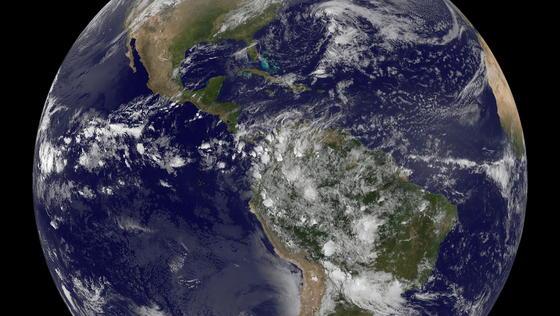 Der blaue Planet: Nach neuen Ergebnissen der Rosetta-Mission brachten wohl Asteroiden das Wasser auf die Erde.