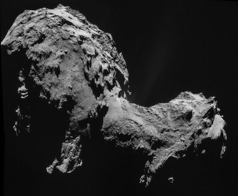 Montage aus vier Einzelaufnahmen, die die Navigationskamera (NavCam) an Bord der Raumsonde Rosetta am 19. September 2014 vom Kometen 67P/Churyumov-Gerasimenko gemacht hat. Sie entstanden aus 28,6 Kilometern Entfernung zum Kometen.