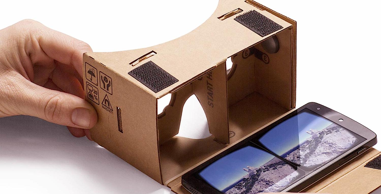 Einfacher kann eine VR-Brille kaum sein: Cardboard besteht nuraus Pappe, zwei Linsen und einem Magnet. Kostenpunkt: rund zwei Euro.