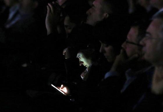 Forscher derUniversität in Erlangen haben herausgefunden, dass Smartphone-Nutzer im Schnitt 26 Mal am Tag WhatsApp öffnen.