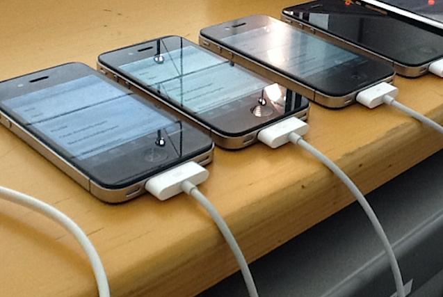 Fünf iPhones dienten Andreas Kurtz und seinem Team von der FAU, um per WhatsApp permanent mit 1000 zufällig ausgewählten Usern in Verbindung zu stehen. Ein selbst entwickeltes Monitoring-Programm zeichnete die Aktivitäten der 1000 Nutzer auf.