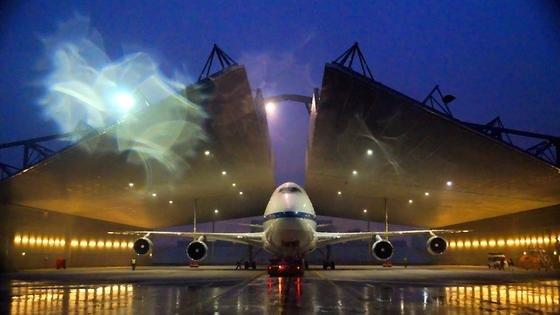 Bei Hamburger Schietwetter wurde SOFIA im Engine Hangar gewartet.