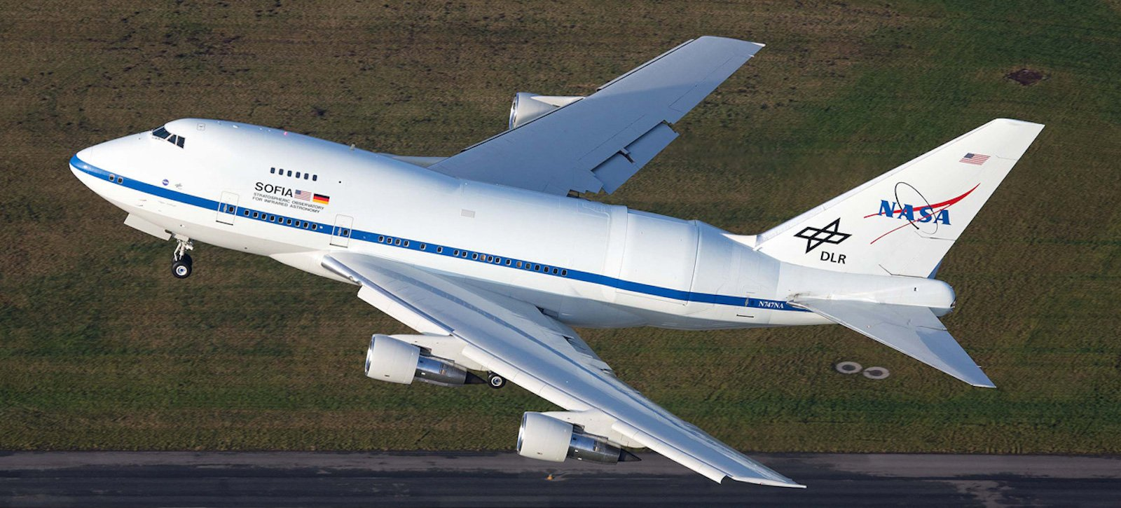 Rundumerneuerte SOFIA beim Abflug am 14. Dezember 2014.