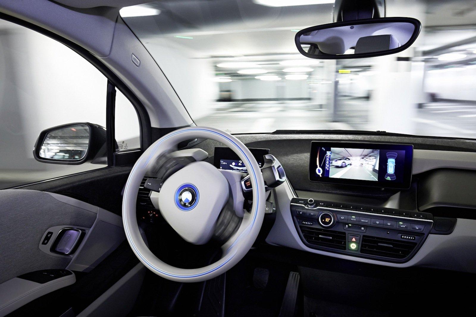 Selbstständige Navigation im Parkhaus soll durch Laserscanner und einen digitalen Gebäudeplan möglich werden.