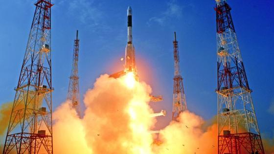 Vom Weltraumbahnhof im südinidischen Sriharikota hat die Trägerrakete GSLV D5 einen Kommunikationssatelliten abgesetzt. Zum ersten Mal ist der indischen Raumfahrtorganisation damit der Raketenstart mit einem in Indien entwickelten Flüssiggas-Antrieb gelungen.