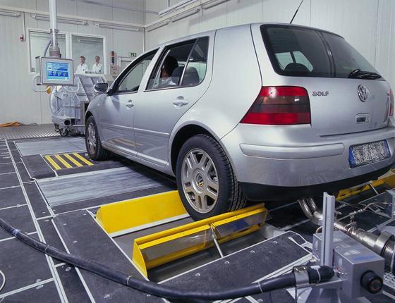 Bei der regelmäßigen Abgasuntersuchung wird auch der Anteil an Rußpartikeln ermittelt. Das soll jetzt bis zu einhundertmal empfindlicher geschehen, wenn das neue Laser-Streulichtverfahren zugelassen ist.