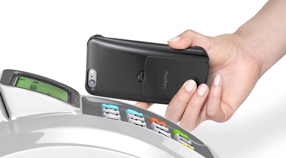 Bislang funktioniert LoopPay mit einer Handyhülle. Diese überträgt drahtlos die Kreditkartendaten an ein klassisches Magnetkartenlesegerät. Die Technik ließe sich jedoch auch direkt ins Smartphone integrieren.