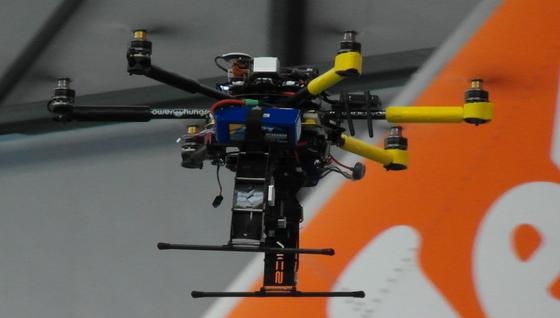 Easyjet will ab dem kommenden Jahr Drohnen zur Flugzeug-Wartung einsetzen. Sie sind mit hochauflösenden Kameras und Laser ausgestattet.