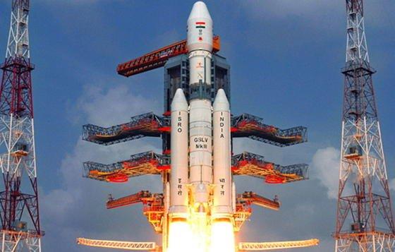 Die RaketeGSLV Mk-III startete vom Weltraumbahnhof Satish Dhawan Space Centre auf der südindischen Insel Sriharikota. Mit 630 Tonnen ist sie die schwerste Rakete, die Indien jemals in den Weltraum gebracht hat.