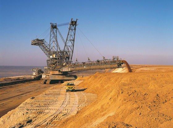 Braunkohletagebau der Rheinbraun am Niederrhein in Nordrhein-Westfalen: Seit 1990 wurde trotz der Energiewende und des Ausbaus erneuerbarer Energieträger nicht so viel Strom aus Braunkohle erzeugt wie 2013.
