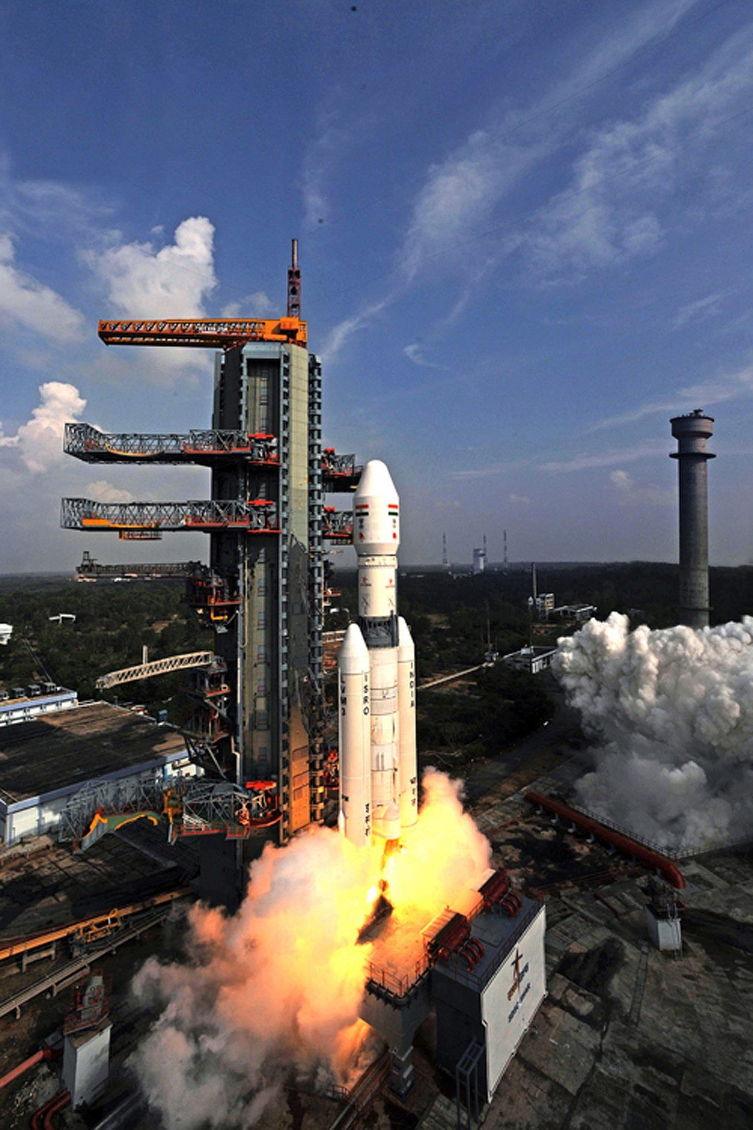 Zwei S-200 Antriebe mit jeweils 207 Tonnen Festtreibstoff hatten beim Start gezündet. Sie trennten sie sich exakt 153,5 Sekunden später vom Rest der Rakete.