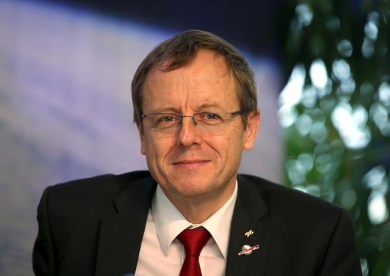 DLR-Chef Johann-Dietrich Wörner ist zum nächsten Generaldirektor der Europäischen Weltraumorganisation ESA ernannt worden. Derzeit leitet er dort das Astronautenzentrum. Seinen neuen Chefposten übernimmt er im Juli 2015.