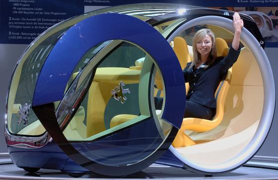 """Konzeptstudie """"Moovie"""" von Peugeot aus dem Jahr 2005 auf der Frankfurter IAA: Auf den Markt kam die Studie nie. Inzwischen hat Peugeot große Probleme durch seine Abhängigkeit vom europäischen Markt. Jetzt will der Autobauer zusammen mit dem chinesischen Partner Dongfeng einfache und kostengünstige Autos für Südostasien entwickeln."""