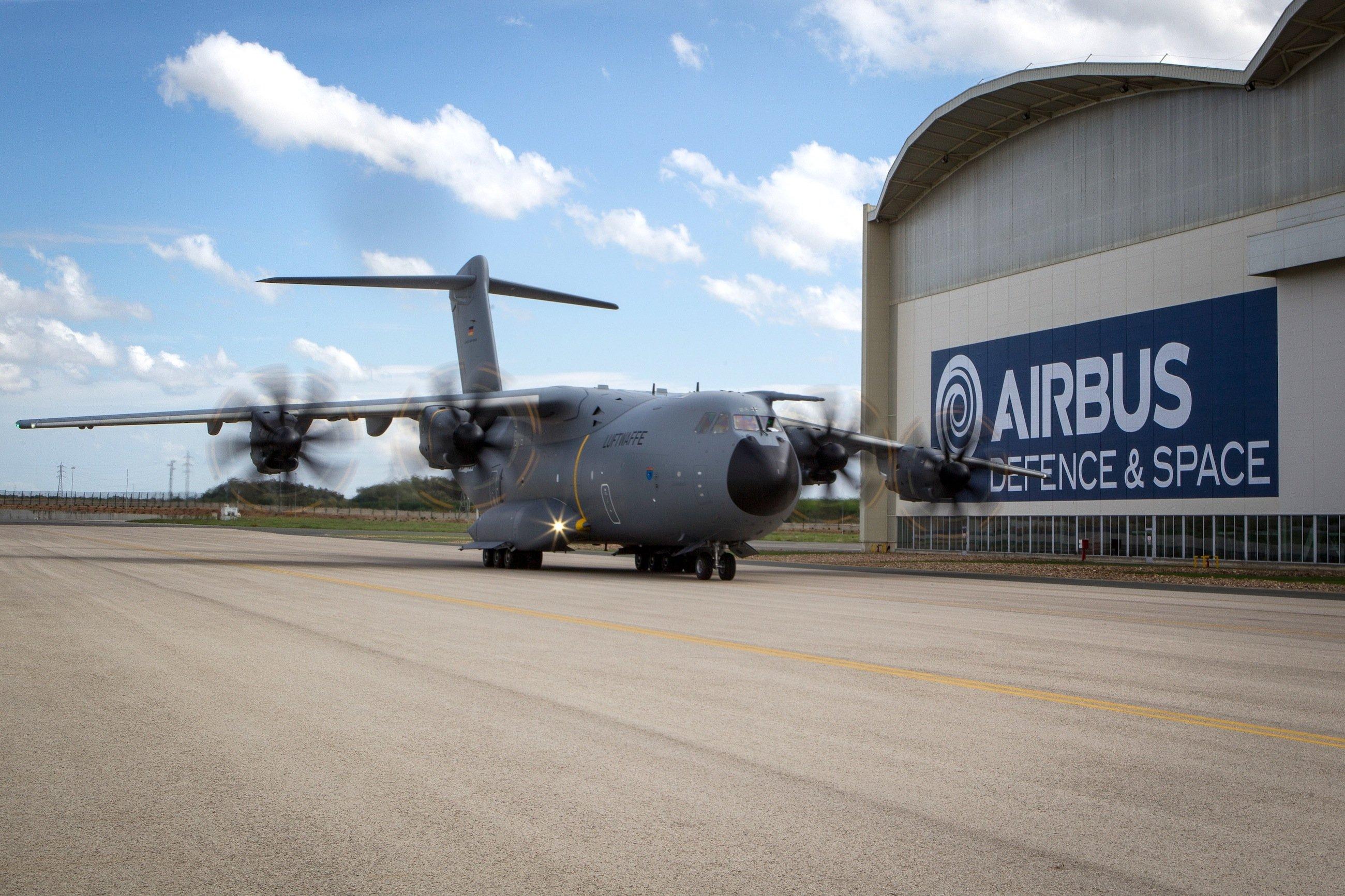 Erstflug des Airbus A400M in Sevilla: Am Freitag traf das Flugzeug in Deutschland ein. 53 Maschinen hat die Bundeswehr bestellt.