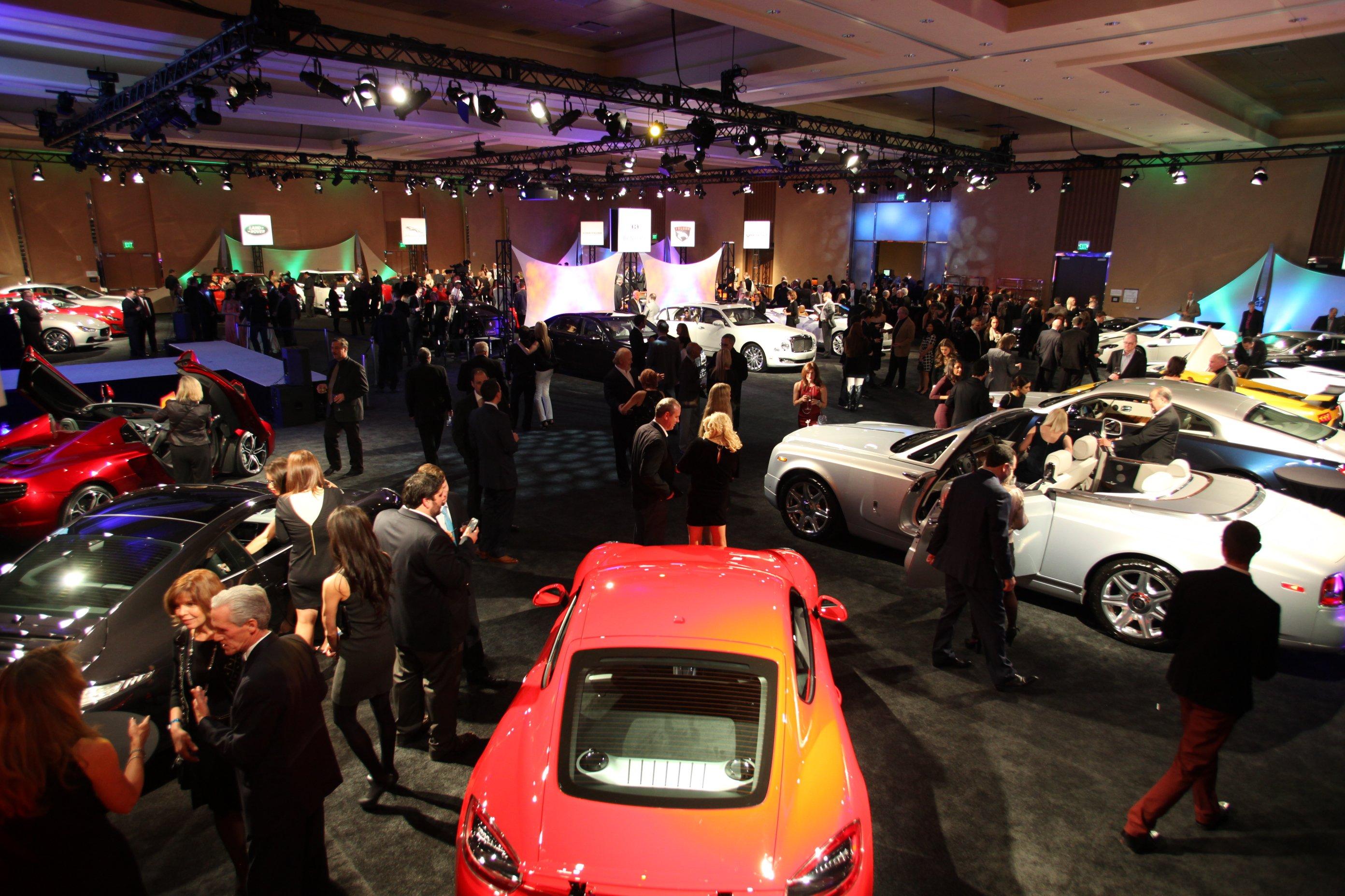 Luxusautos und Sportwagen auf der Motor Show in Detroit: Die US-Messe ist der Startschuss des Autojahres 2014.