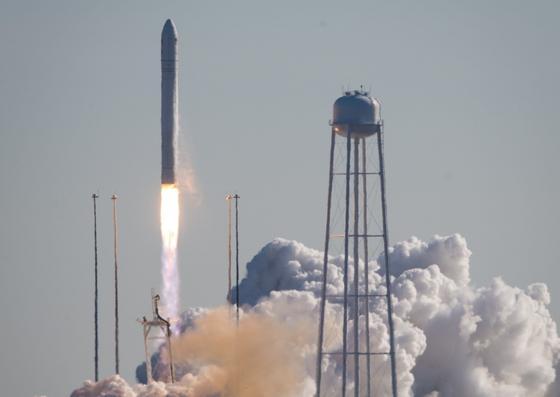 Start des Raumtransporters Cygnus mit einer Anrates-Rakete.