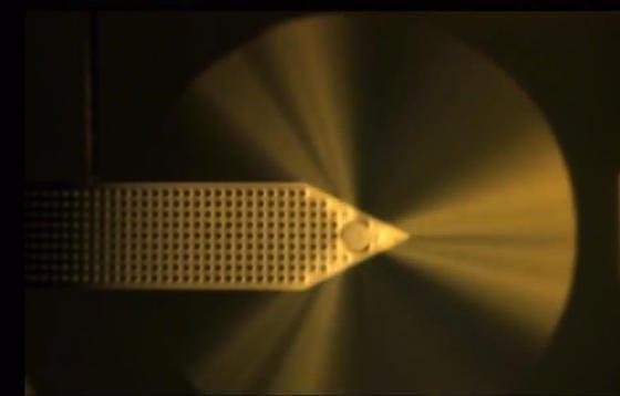 Mikrowindmühle aus den USA: Die kleinen Mühlen sind nur 1,8 Millimeter groß und sollen künftig Geräte wie Smartphones unterwegs mit Strom versorgen.