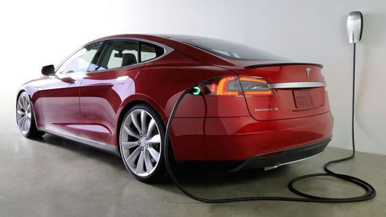 Überhitzungsgefahr:In den USA bekommen derzeit fast 30.000 Tesla-S-Besitzer einen Austausch-Adapter für die Ladestationen zugeschickt.