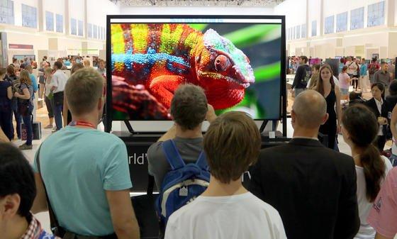 Besucher auf der Internationalen Funkausstellung 2013 in Berlin: Amazon genießt mit seinen Elektronikprodukten wie Kindle das höchste Vertrauen der amerikanischen Verbraucher. In der Spitzengruppe folgen Sony, Microsoft, Samsung und Apple.