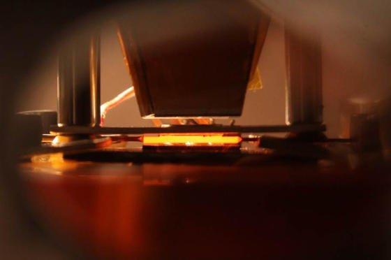 Auf bis zu 962 Grad Celsius erhitzt sich ein neuer Typ von Solarzelle, den Forscher amMassachusetts Institute of Technology entwickelt haben. Die Zelle nutzt deutlich mehr Wellenlängen des Lichtes.