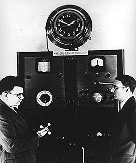 Die erste am NIST entwickelte Atomuhr (1949).