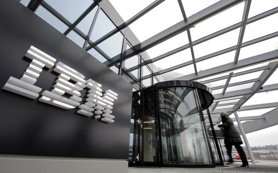 IBM-Deutschlandzentrale in Ehningen: Der Konzern will sich zukünftig auf Softwareentwicklung konzentrieren und trennt sich von verlustreichen Teilen des Hardwaregeschäfts. Die Umsätze im Geschäft mit den x86-Servern sanken im vierten Quartal 2013 um 16 Prozent.