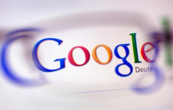 Google forscht schon seit längerem an Künstlicher Intelligenz (KI). Damit will der Konzern persönliche Online-Assistenten soweit optimieren, dass sie Wünsche des Nutzers erahnen können. Zum Einsatz kommen könnte KI allerdings auch in humanoiden Robotern.