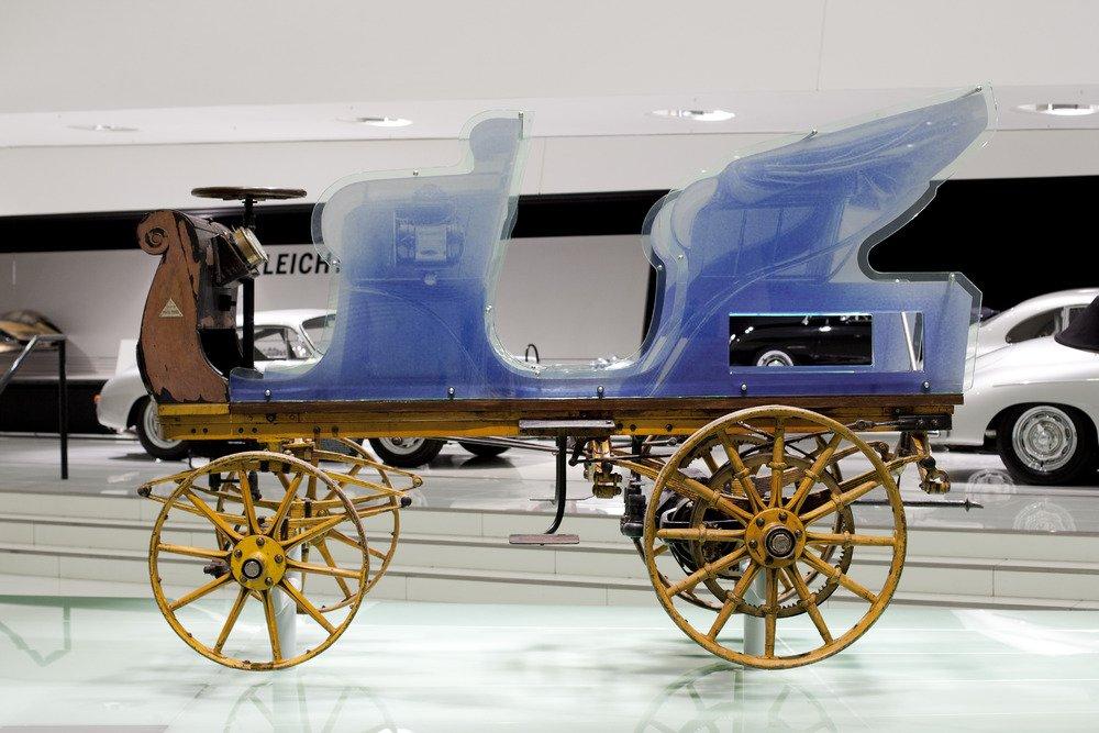 Das Porsche-Museum in Stuttgart simuliert die nicht mehr auffindbaren Aufbauten durch eine Plexiglas-Konstruktion.