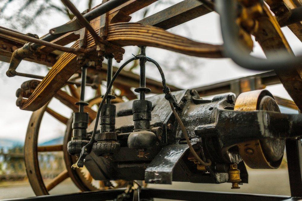 Der erste Porsche wurde von einem Elektromotor mit 3 PS Leistung angetrieben. Damals waren Elektromotoren ausgesprochen gängige Antriebe.
