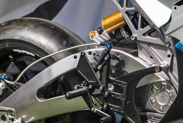 Das Elektromotorrad bringt 225 Kilogramm auf die Waage.