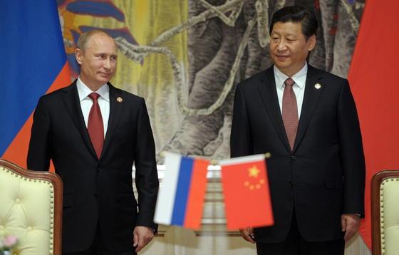 Die Präsidenten Wladimir Putin und Xi Jinping haben den Deal perfekt gemacht: Russland wird zukünftig jedes Jahr 38 Milliarden Kubikmeter Erdgas nach China exportieren. Doch bevor das erste Gas im Jahr 2018 fließen wird, ist eine 70 Milliarden Dollar teure Investition in Pipelines notwendig.