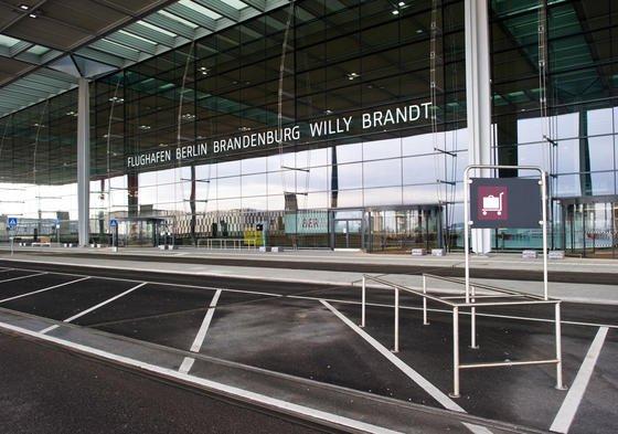 Hauptterminal des Flughafens Berlin-Brandenburg: Auch in Zukunft soll es relativ leise zugehen auf dem Hauptstadtflughafen in Schönefeld. In letzter Instanz hat dasBundesverwaltungsgericht in Leipzig entschieden, dass tagsüber die Lärmgrenze von 55 Dezibel nicht überschritten werden darf. Entsprechende Lärmschutzmaßnahmen an Privathäusern muss der Flughafen nun finanzieren.