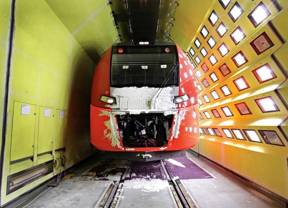 Triebwagen im Auftragswert von 410 Millionen Euro hat Siemens für die Olympischen Winterspiele in Sotschi geliefert. IhreZuverlässigkeit unter extremen klimatischen Bedingungen wurdezuvor im Siemens-Labor getestet.