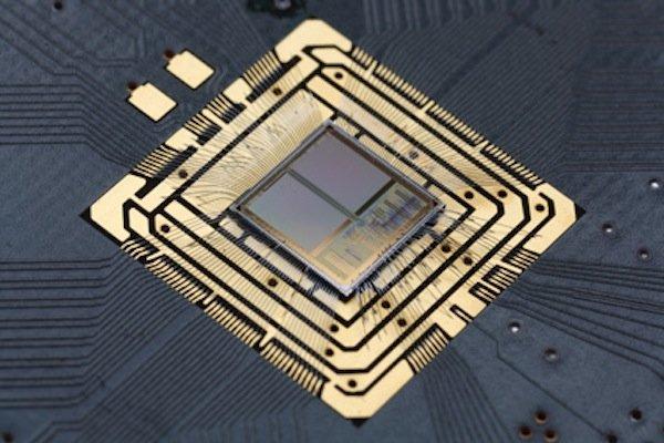 Der neuromorphe Chip mit Neuronen aus Silizium, auf denen die Forscher ihr Netzwerk zur Klassifikation von Daten entwickelt haben.