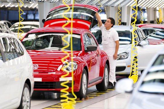 VW-Produktion im mexikanischen Puebla: 2013 rückte der Volkswagen-Konzern zum zweitgrößten Automobilhersteller der Welt auf. Nur noch Toyota produziert mehr Autos.