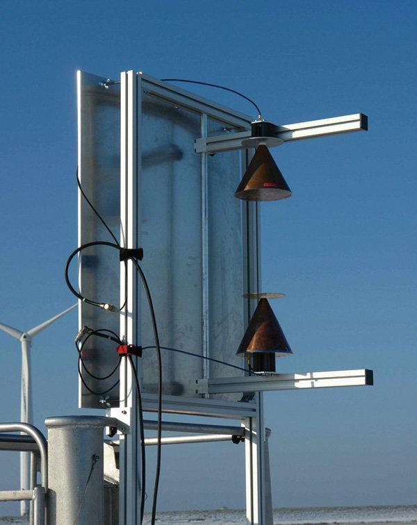 Zweikanalige Antennengruppe für einen Passiv-Radar-Sensorzur Detektion von Kleinflugzeugen in der Nähe von Windenergieanlagen.