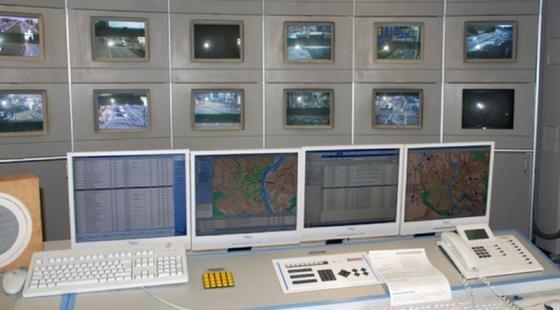 Verkehrsleitzentrale Köln: Die Domstadtwar 1991 die erste Stadt in Deutschland mit einem Verkehrsleitsystem und den entsprechenden Rechnern.