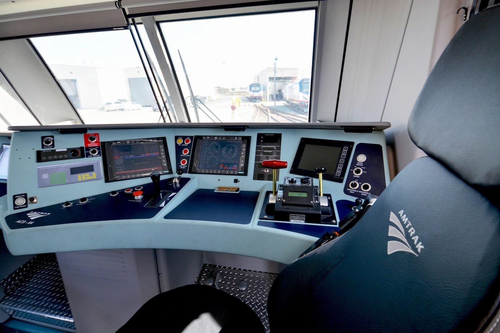 Ein Blick in den Führerstand der Siemens-Lok.